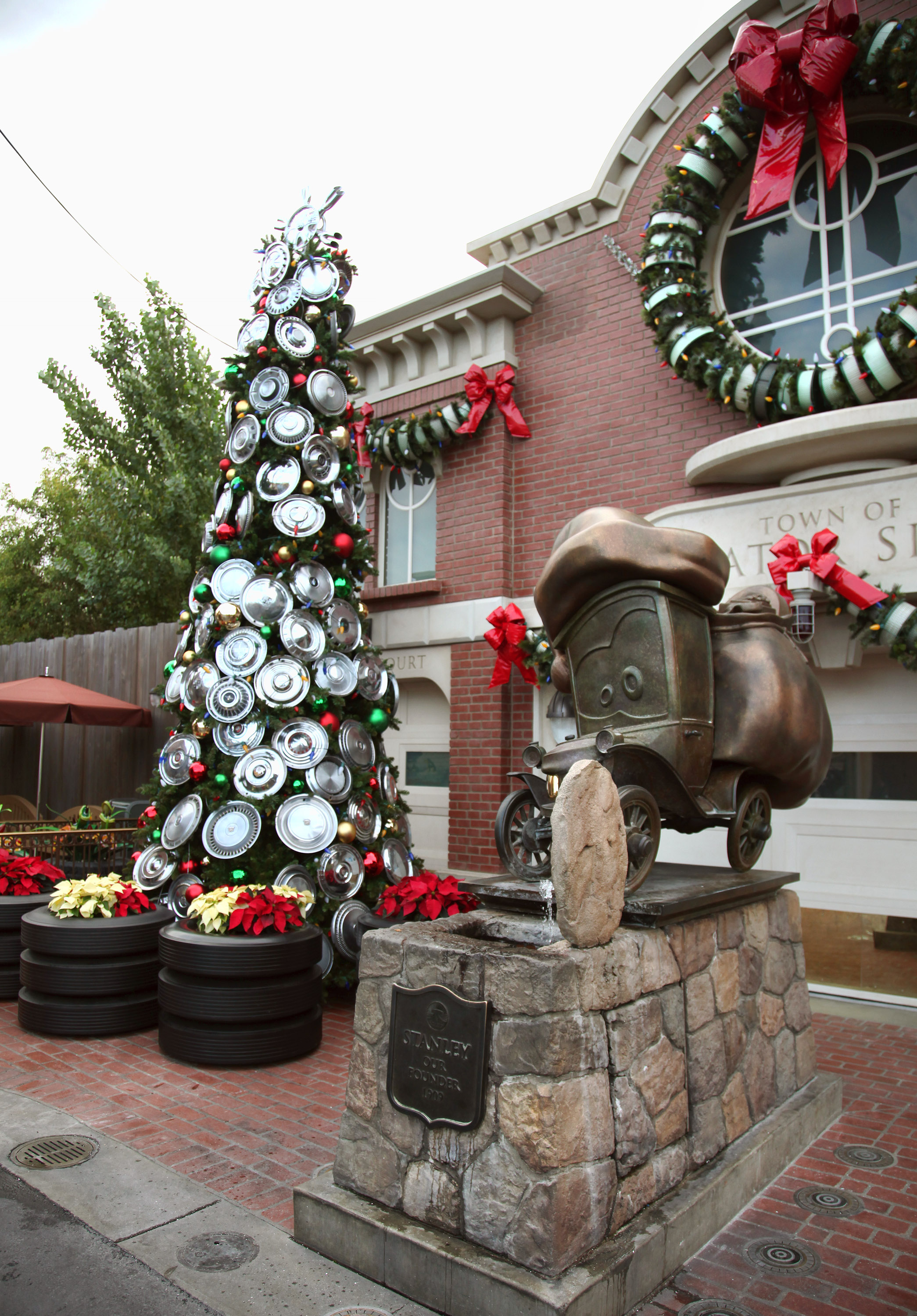 Disneyland Holidays Are Here! | thingsGoofy.com